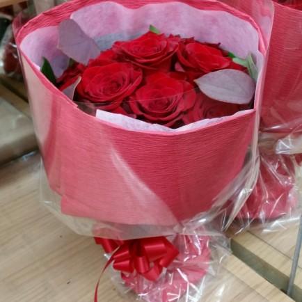 赤いバラのフラワーブーケ