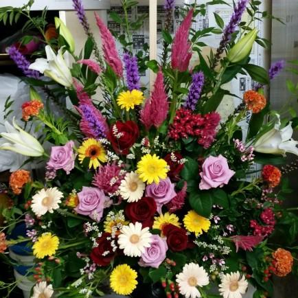 オープンのお祝いのスタンド花
