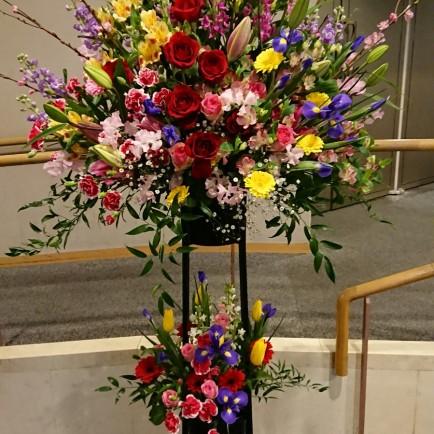 美容専門学校卒業式のお祝いスタンド花