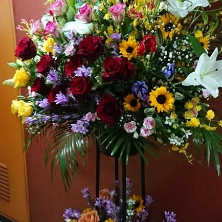 スナックの開店祝いのスタンド花