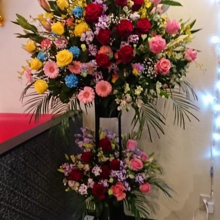 十三本町へ開店1周年祝いのスタンド花
