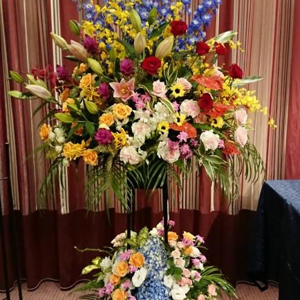 シェラトン都ホテル大阪へダンスパーティーのお祝いのスタンド花